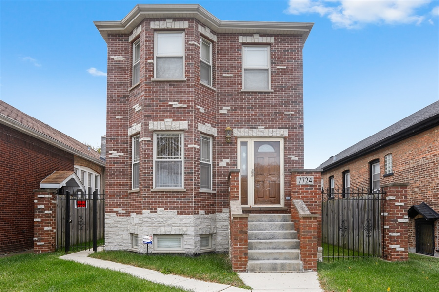 Real Estate Photography - 7724 S Prairie Ave., CHICAGO, IL, 60619 - Front View
