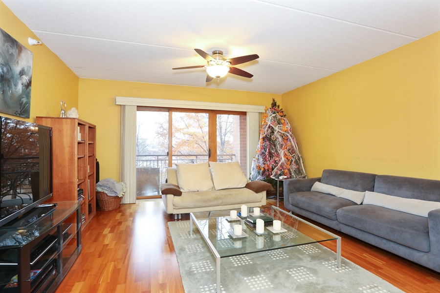 Real Estate Photography - 1 N. Beacon Pl, 212, La Grange, IL, 60525 - Living Room