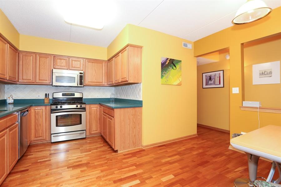 Real Estate Photography - 1 N. Beacon Pl, 212, La Grange, IL, 60525 - Kitchen / Breakfast Room
