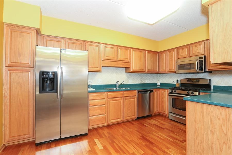 Real Estate Photography - 1 N. Beacon Pl, 212, La Grange, IL, 60525 - Kitchen