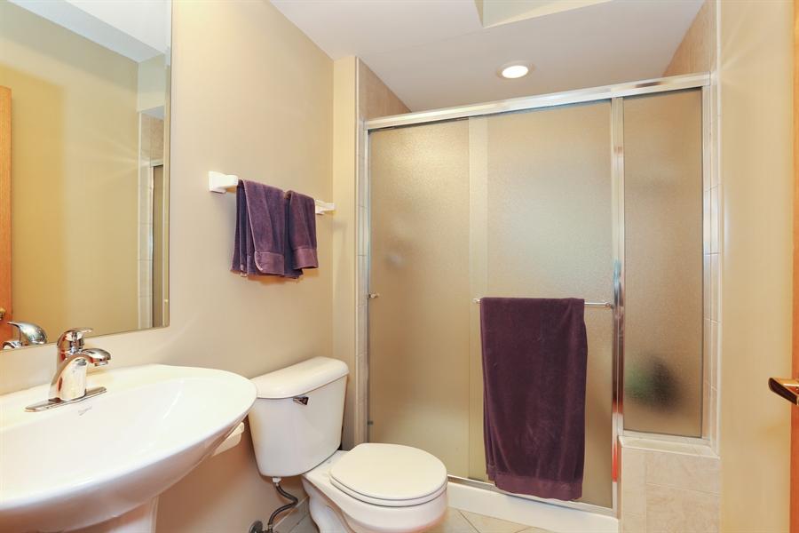 Real Estate Photography - 1 N. Beacon Pl, 212, La Grange, IL, 60525 - Bathroom