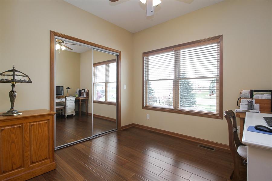 Real Estate Photography - 6011 Park View Dr, Bourbonnais, IL, 60914 - Office