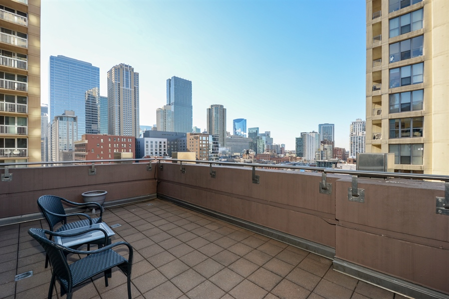 Real Estate Photography - 33 W. Ontario, TH1, Chicago, IL, 60654 - Deck