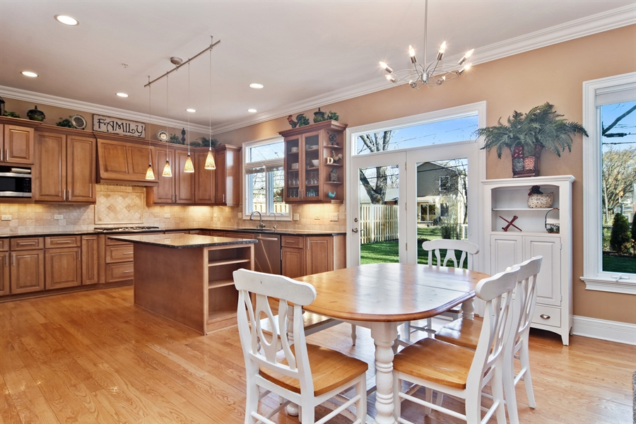 Real Estate Photography - 207 S Bobby Ln, Mt Prospect, IL, 60056 - Kitchen / Breakfast Room