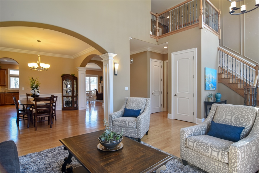 Real Estate Photography - 207 S Bobby Ln, Mt Prospect, IL, 60056 - 2 Story Living Rm/Great Room