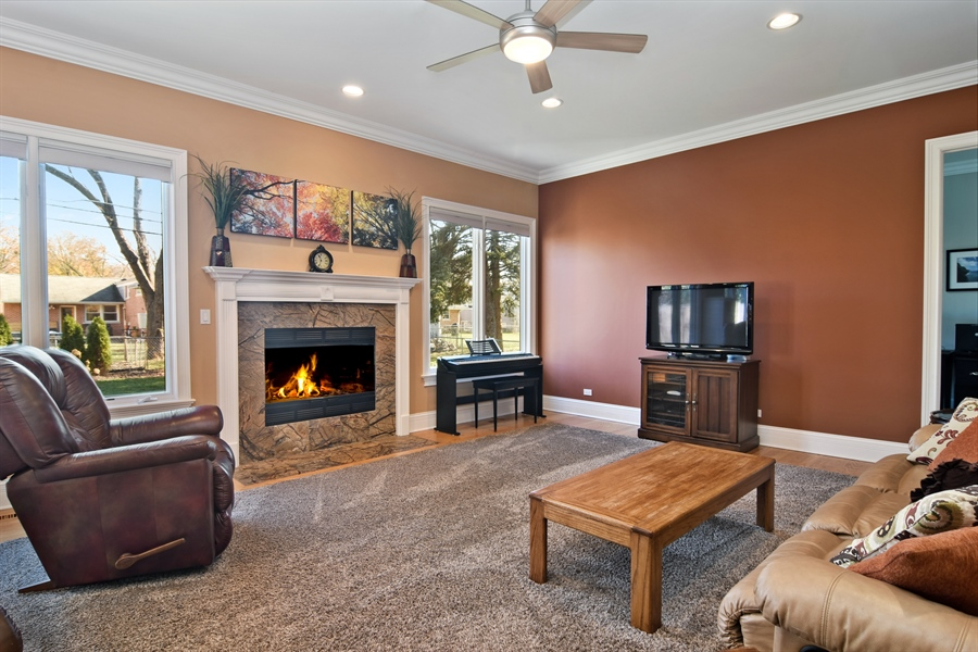 Real Estate Photography - 207 S Bobby Ln, Mt Prospect, IL, 60056 - Family Room