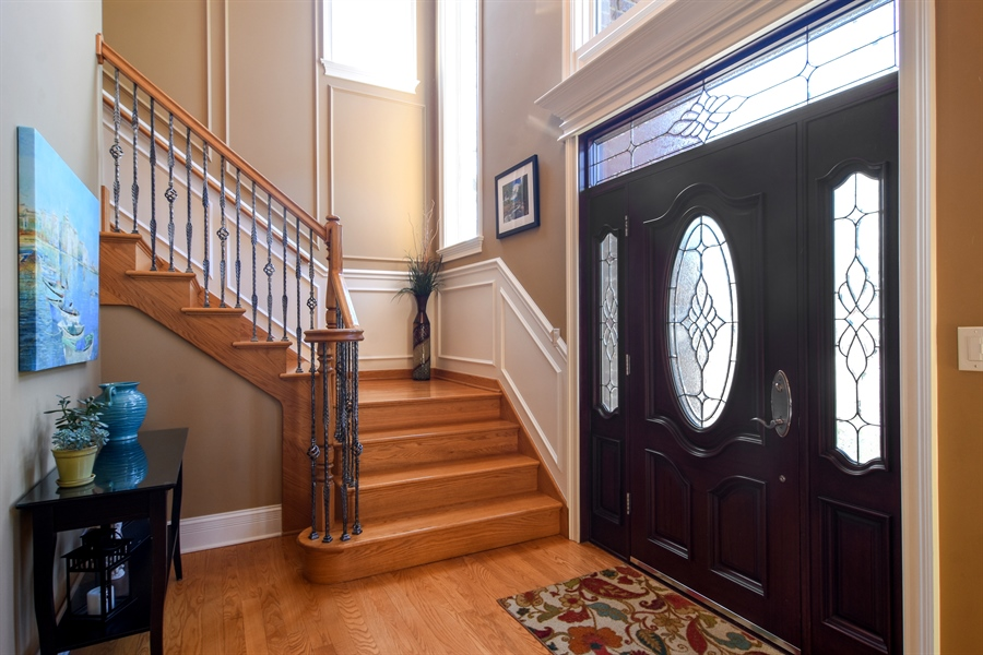 Real Estate Photography - 207 S Bobby Ln, Mt Prospect, IL, 60056 - Foyer