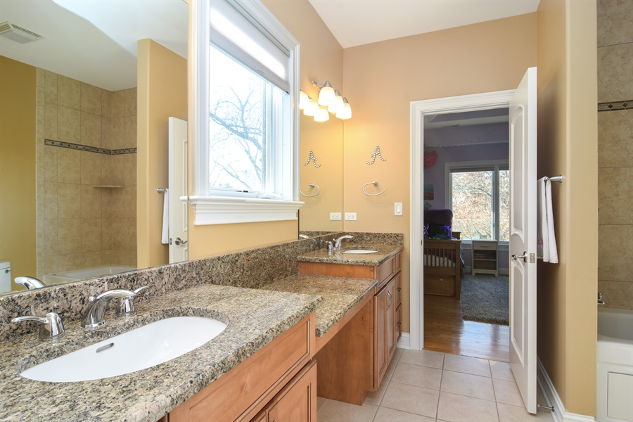 Real Estate Photography - 207 S Bobby Ln, Mt Prospect, IL, 60056 - Access Jack and Jill Full Bathroom from Br 2