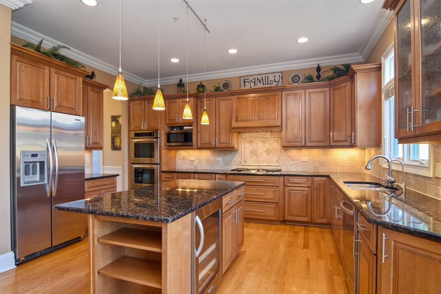 Real Estate Photography - 207 S Bobby Ln, Mt Prospect, IL, 60056 - Kitchen