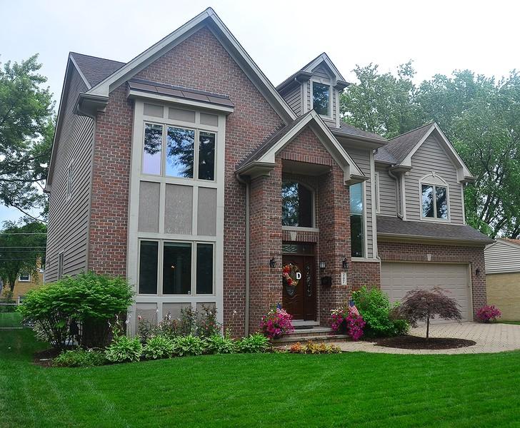 Real Estate Photography - 207 S Bobby Ln, Mt Prospect, IL, 60056 - Front - Summer Landscape Capture