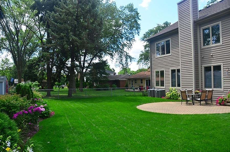 Real Estate Photography - 207 S Bobby Ln, Mt Prospect, IL, 60056 - Backyard Summer Landscape Capture