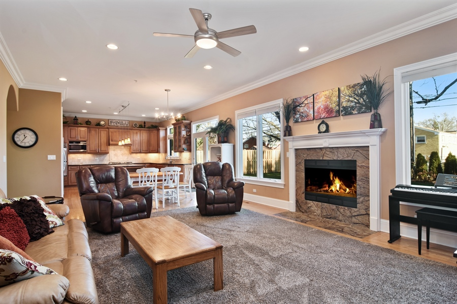 Real Estate Photography - 207 S Bobby Ln, Mt Prospect, IL, 60056 - Family Room / Kitchen