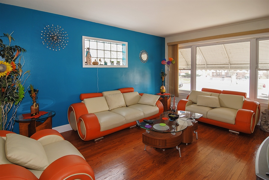 Real Estate Photography - 406 Granville Ave, Bellwood, IL, 60104 - Living Room
