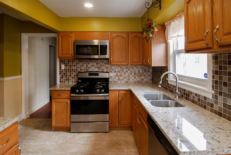 Real Estate Photography - 406 Granville Ave, Bellwood, IL, 60104 - Kitchen