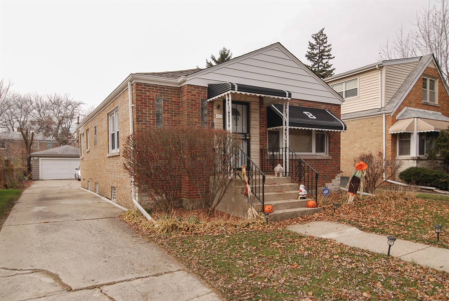Real Estate Photography - 406 Granville Ave, Bellwood, IL, 60104 - Front View