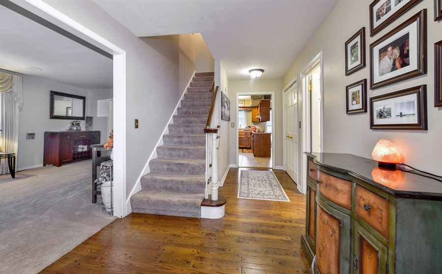 Real Estate Photography - 313 Queens Pkwy, Bartlett, IL, 60103 - Foyer
