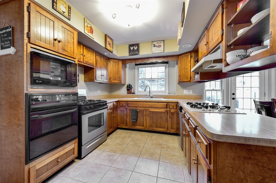 Real Estate Photography - 313 Queens Pkwy, Bartlett, IL, 60103 - Kitchen