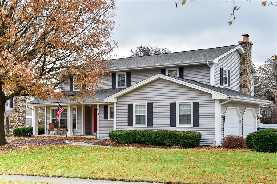 Real Estate Photography - 313 Queens Pkwy, Bartlett, IL, 60103 - Front View