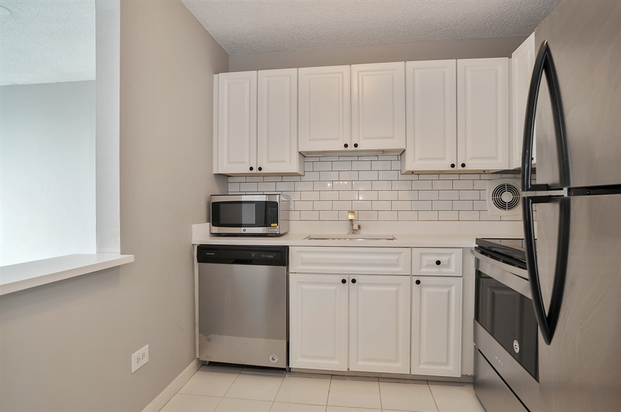 Real Estate Photography - 111 W Maple, 1809, Chicago, IL, 60610 - Kitchen