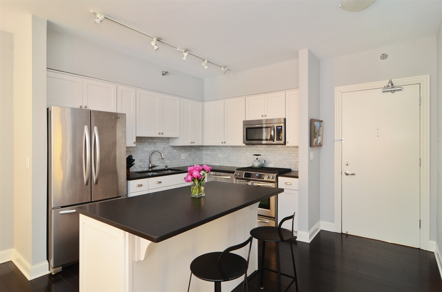 Real Estate Photography - 1122 N Dearborn, 8C, Chicago, IL, 60610 - Kitchen