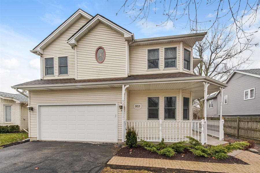 Real Estate Photography - 933 E. Crest Ave, Addison, IL, 60101 - Front View