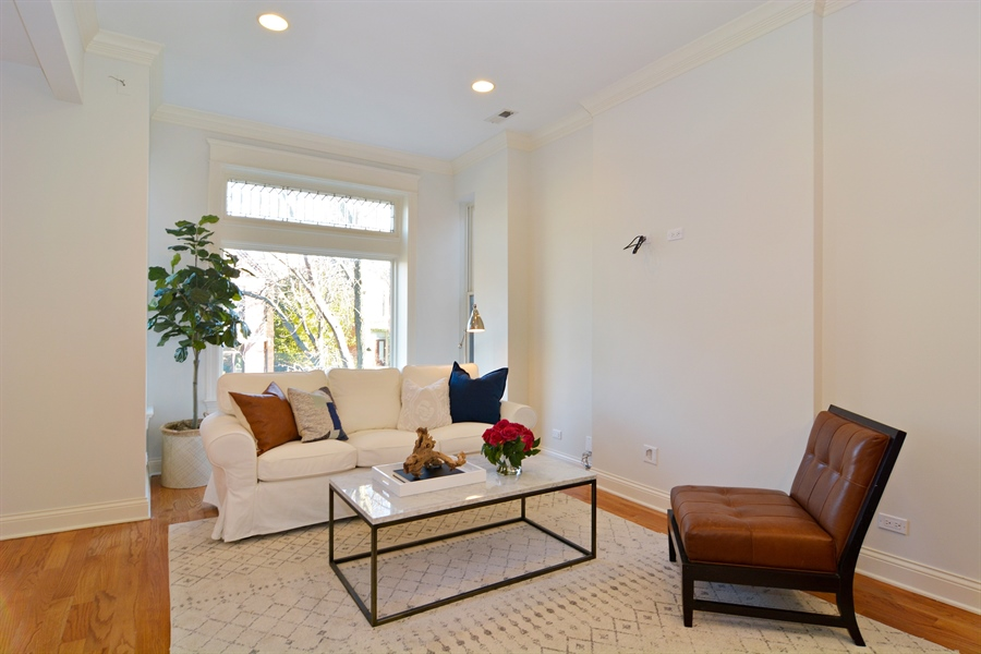 Real Estate Photography - 1422 N. Hoyne Avenue, 2, Chicago, IL, 60622 - Living Room