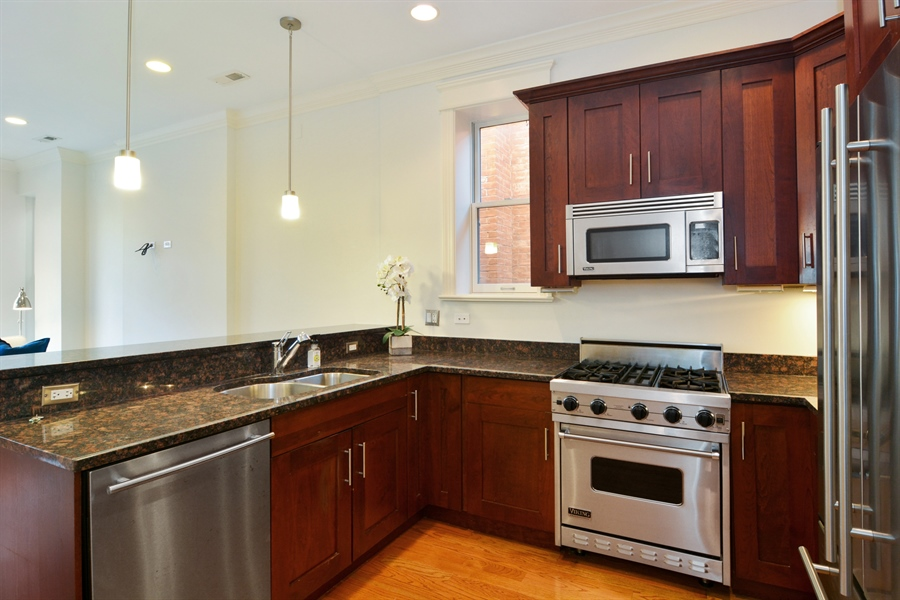 Real Estate Photography - 1422 N. Hoyne Avenue, 2, Chicago, IL, 60622 - Kitchen