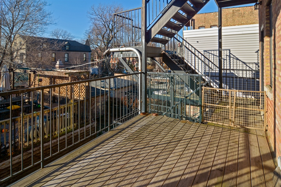 Real Estate Photography - 1422 N. Hoyne Avenue, 2, Chicago, IL, 60622 - Deck