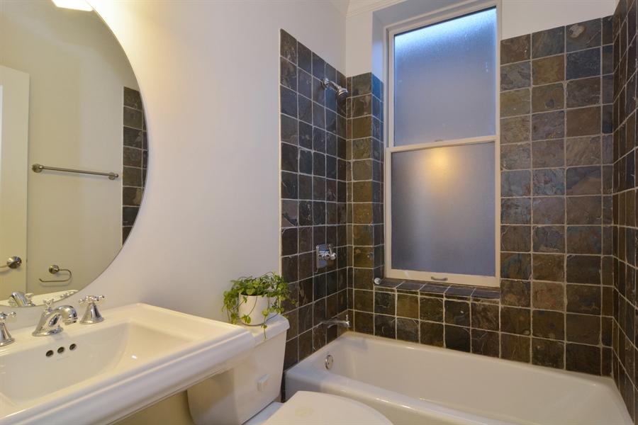 Real Estate Photography - 1422 N. Hoyne Avenue, 2, Chicago, IL, 60622 - Bathroom