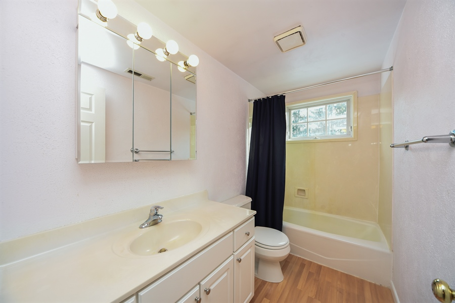 Real Estate Photography - 26072 W Indian Trail Rd, Barrington, IL, 60010 - 3rd Bathroom