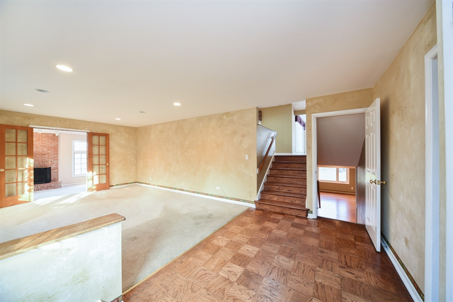 Real Estate Photography - 26072 W Indian Trail Rd, Barrington, IL, 60010 - Foyer