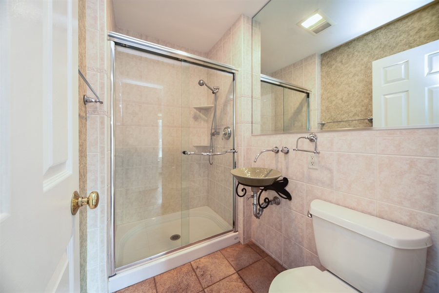 Real Estate Photography - 26072 W Indian Trail Rd, Barrington, IL, 60010 - 2nd Bathroom