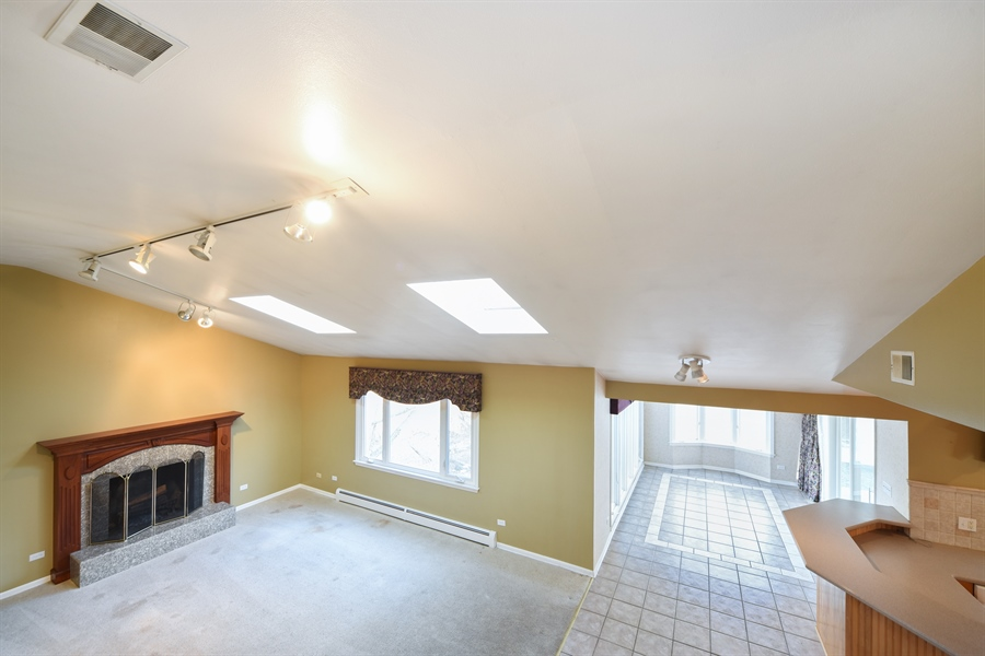 Real Estate Photography - 26072 W Indian Trail Rd, Barrington, IL, 60010 - Family Room / Kitchen