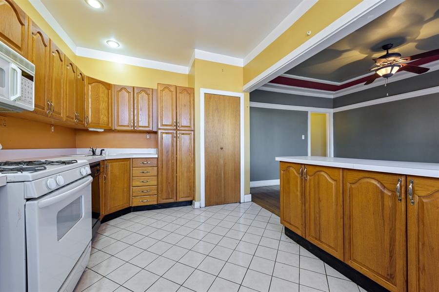 Real Estate Photography - 1236 W Columbia Ave, 2E, Chicago, IL, 60626 - Kitchen