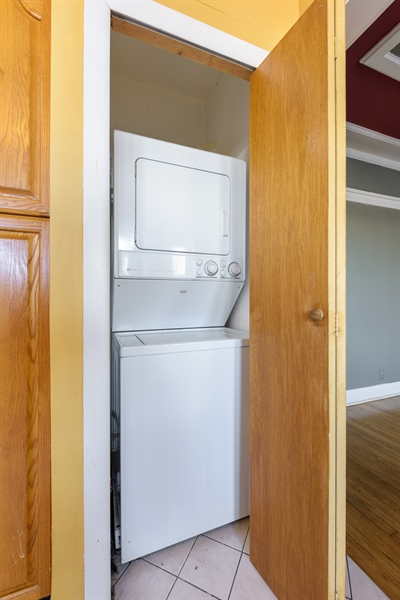 Real Estate Photography - 1236 W Columbia Ave, 2E, Chicago, IL, 60626 - Laundry Room