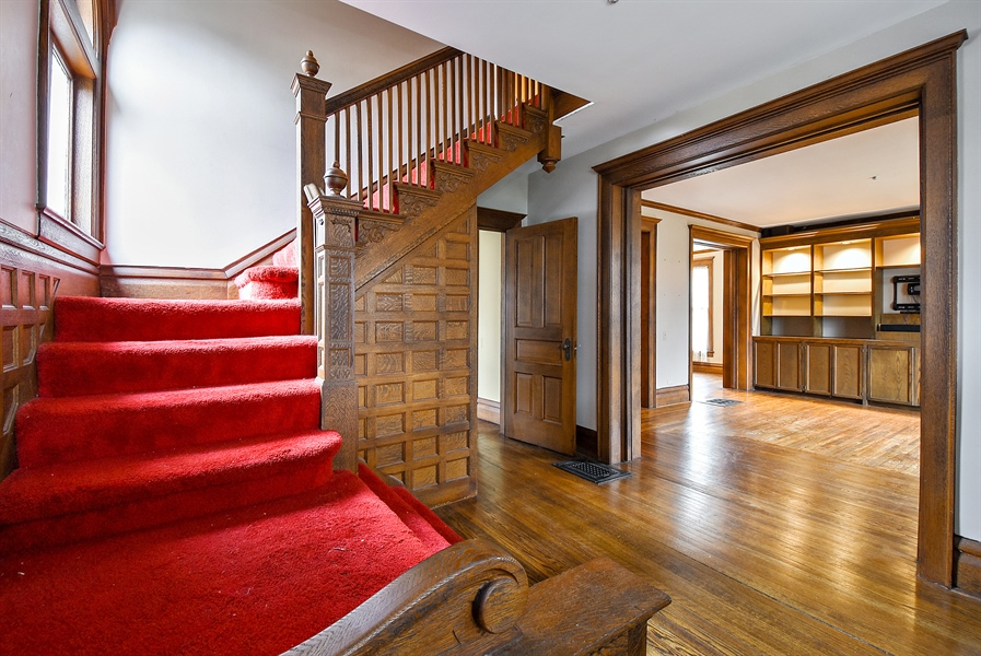 Real Estate Photography - 541 S. Hough St., Barrington, IL, 60010 - Foyer