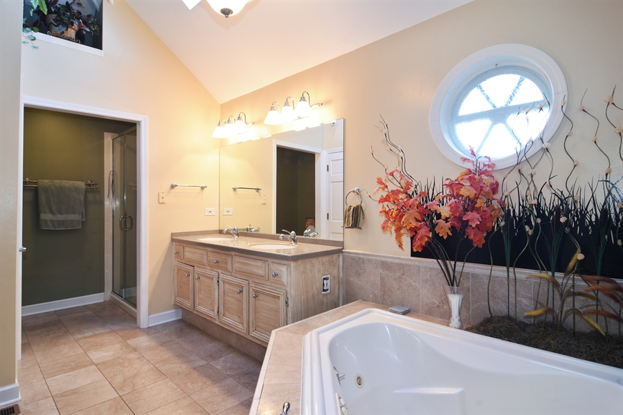 Real Estate Photography - 9 Lake View Road, hawthorn Woods, IL, 60047 - Master Bathroom