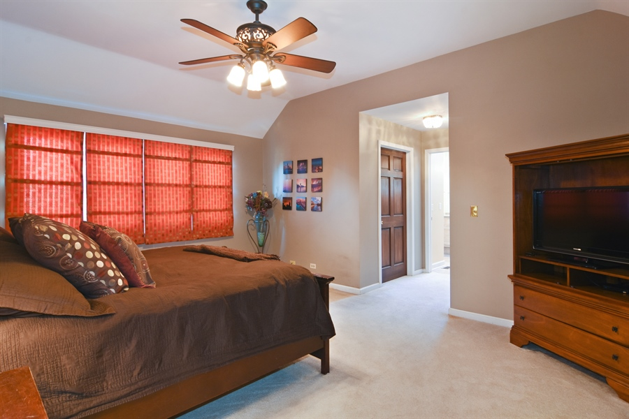 Real Estate Photography - 9 Lake View Road, hawthorn Woods, IL, 60047 - Master Bedroom