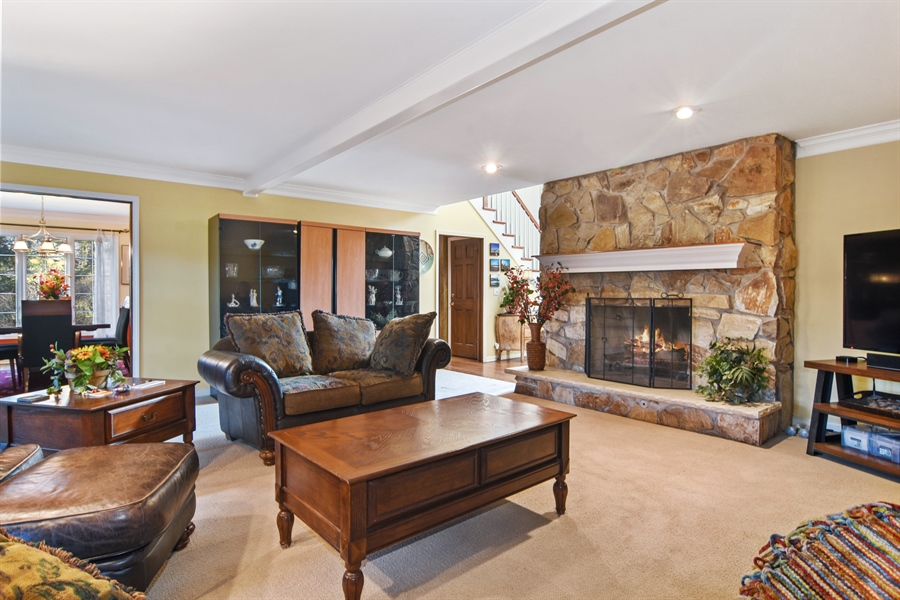 Real Estate Photography - 9 Lake View Road, hawthorn Woods, IL, 60047 - Family Room