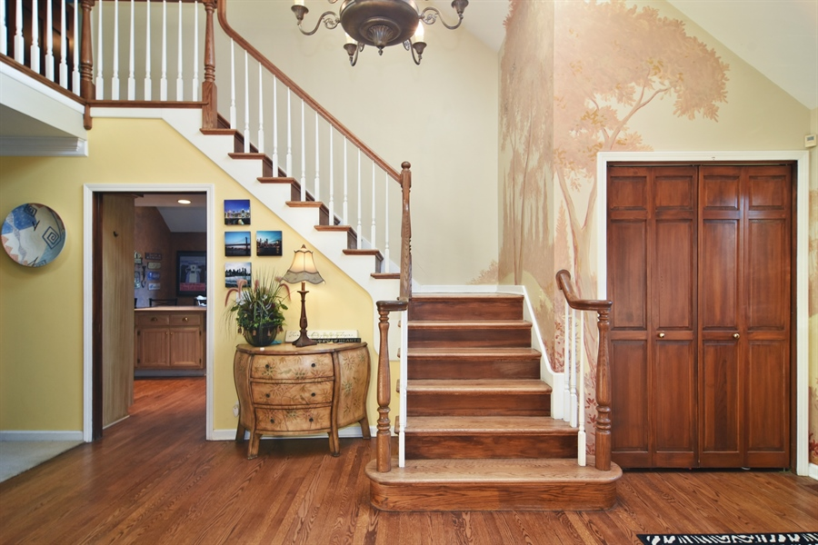 Real Estate Photography - 9 Lake View Road, hawthorn Woods, IL, 60047 - Foyer