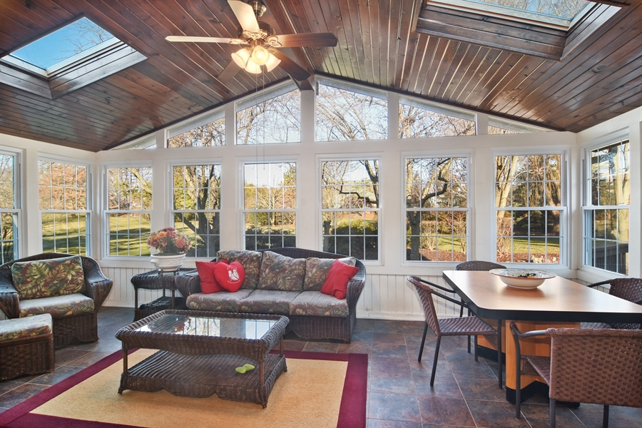 Real Estate Photography - 9 Lake View Road, hawthorn Woods, IL, 60047 - Sun Room