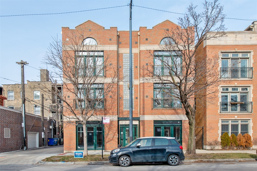 Real Estate Photography - 1448 W Montrose, grnd, Chicago, IL, 60613 - Front View