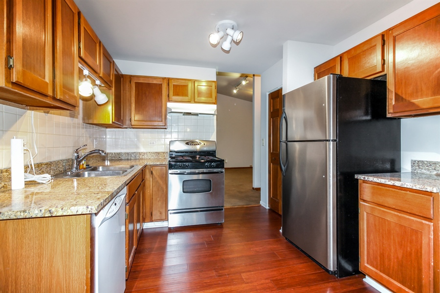 Real Estate Photography - 29W796 Hurlingham Court, Warrenville, IL, 60555 - Kitchen