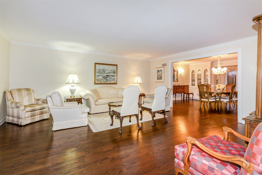 Real Estate Photography - 5101 Harvey Ave, Western Springs, IL, 60558 - Living Room