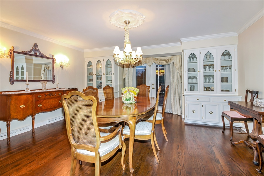 Real Estate Photography - 5101 Harvey Ave, Western Springs, IL, 60558 - Dining Area