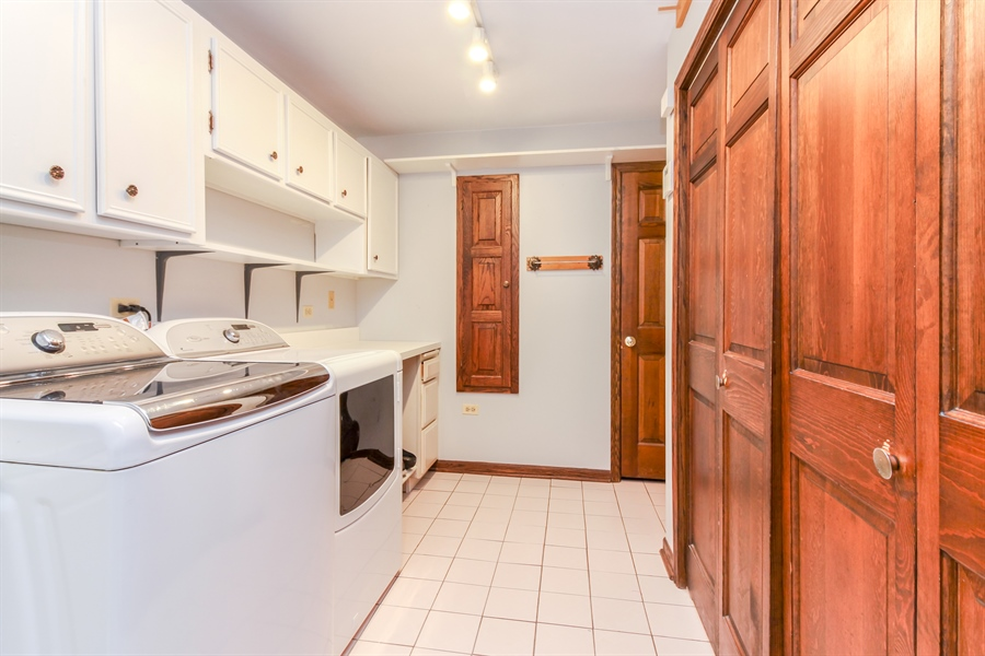 Real Estate Photography - 5101 Harvey Ave, Western Springs, IL, 60558 - Laundry Room
