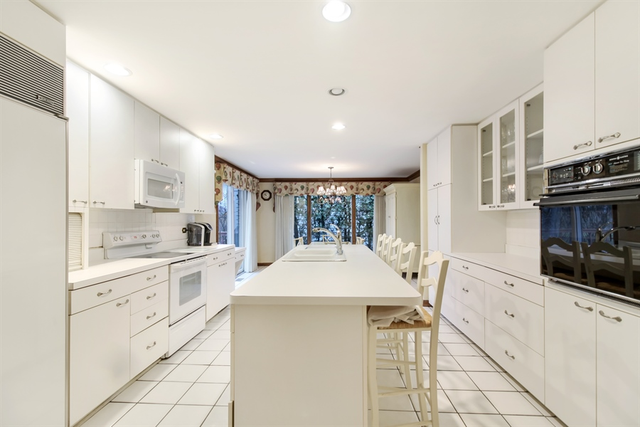 Real Estate Photography - 5101 Harvey Ave, Western Springs, IL, 60558 - Kitchen
