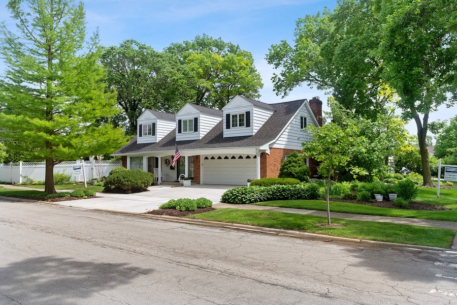Real Estate Photography - 5101 Harvey Ave, Western Springs, IL, 60558 - Front View