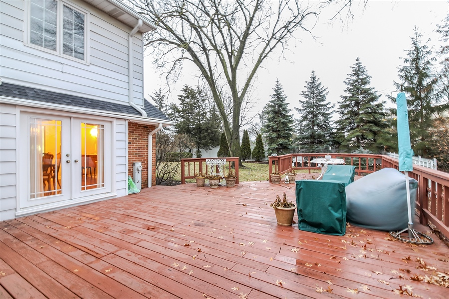 Real Estate Photography - 5101 Harvey Ave, Western Springs, IL, 60558 - Deck
