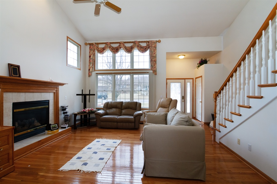 Real Estate Photography - 112 Candlewick, Poplar grove, IL, 61065 - Living Room